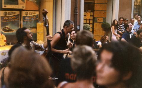 BUSKERS FESTIVAL 2002: QUASI JAZZ IN 3 MA QUANDO SUONANO SEMBRANO 100!