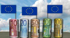 euro soldi bandiere europa