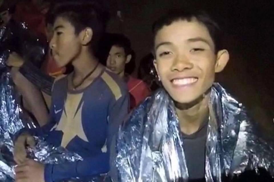 L'avventura dei 'piccoli calciatori' thailandesi, è finta. TUTTI SALVI!
